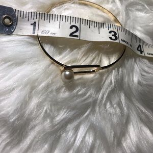 unbranded Jewelry - ❤️Gold faux pearl bracelet set❤️